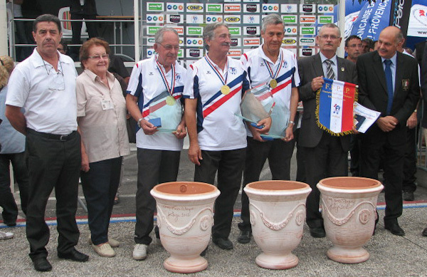 Les Gardois , vainqueurs a domicile et champions de France vétérans 2012 (Photo boulistenaute)